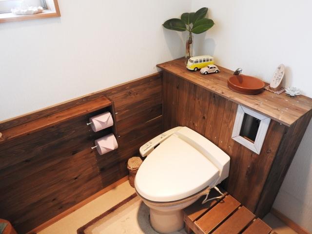 ログハウスのトイレ 無垢板のトイレ
