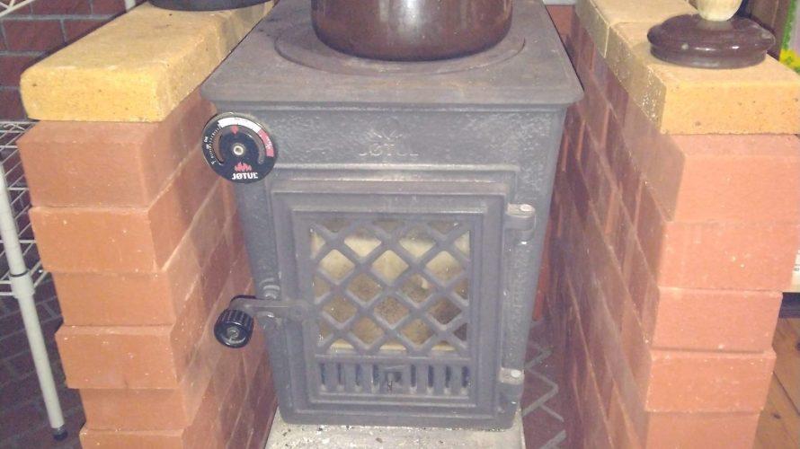薪ストーブの効率化 レンガで囲ってみました。 炉台にもなりそう。