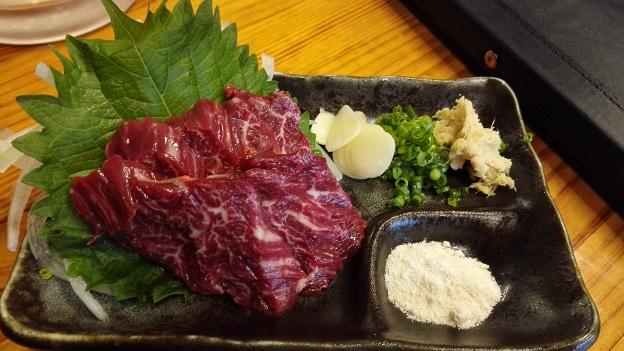 馬だけに美味い!大阪福島の「けとばし屋チャンピオン」で馬肉食べました!