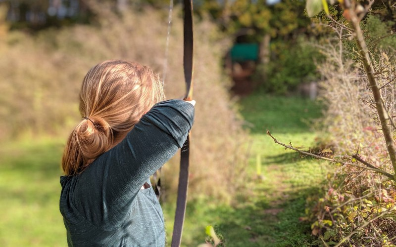 donna che scaglia freccia e sconfigge l'emicrania