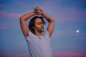 "Feature: Embracing Raw Intimacy Through Sondre Lerche's Solo ""Siamese Twin"""