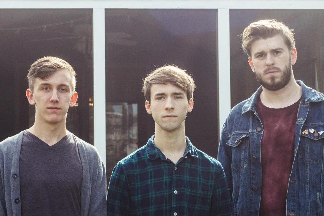 Premiere: treesreach Dwell in the Somber Warmth of