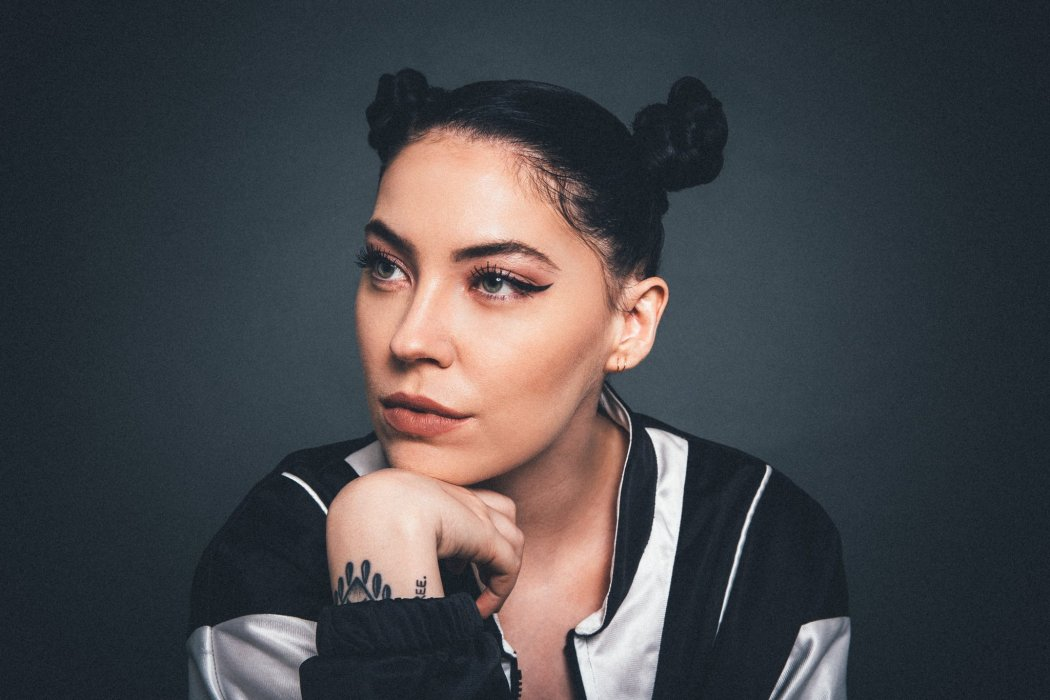 Review Bishop Briggs Wont Wave Her White Flag Atwood Magazine