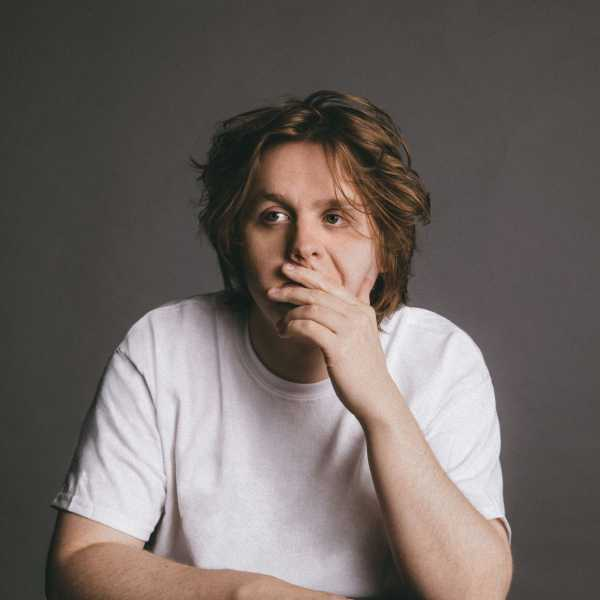 Lewis Capaldi © Capitol Music Group