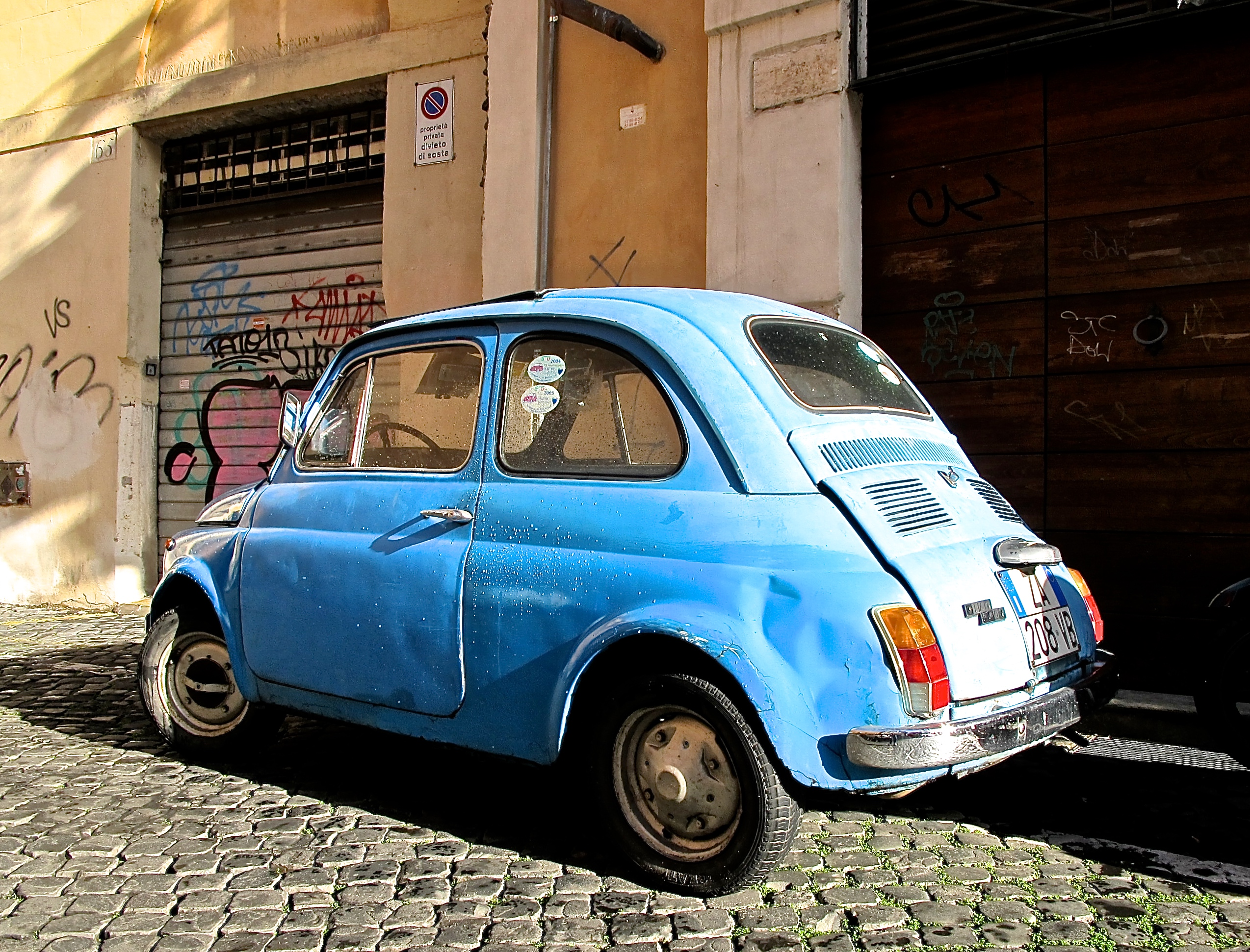 iconic fiat 500 in central rome atx car pictures real pics from austin tx streets backyards. Black Bedroom Furniture Sets. Home Design Ideas