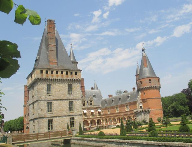 Maintenon. slanted view of chateau from the back.