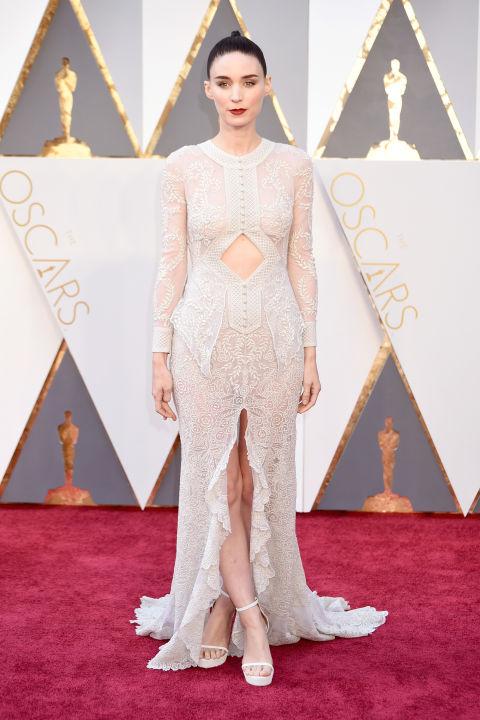 Rooney Mara looks like the walking dead.