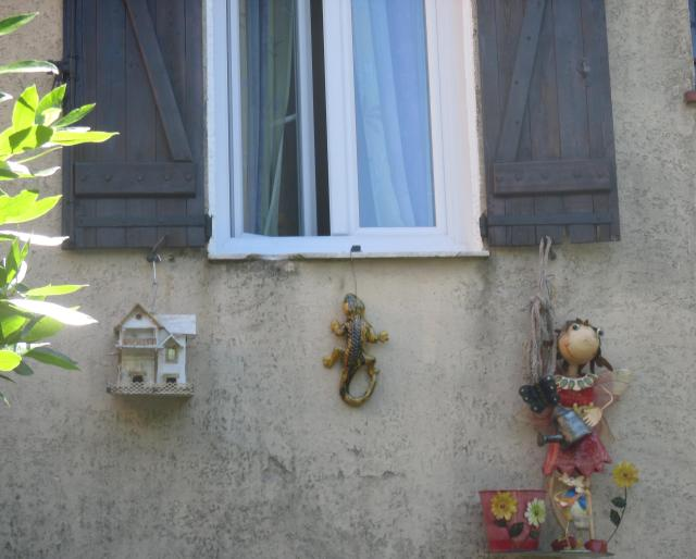 Cabris. Decorations outside the house.