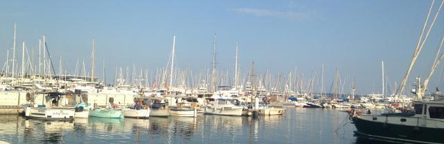 Cannes. Port du cannes. Smaller boats.