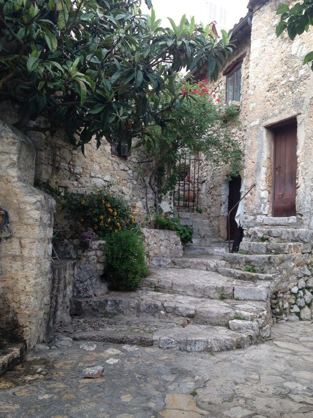 Eze pretty house BLOG GOLD