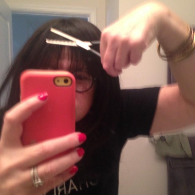 milan-using-the-thinning-shears