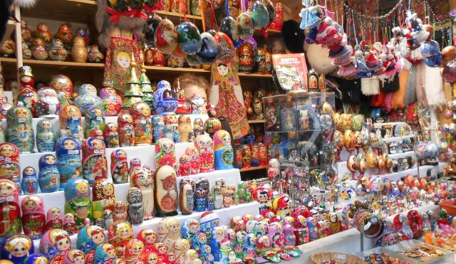 christmas-marche-colorful-stacking-dolls