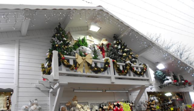 christmas-marche-santa-on-the-balcony