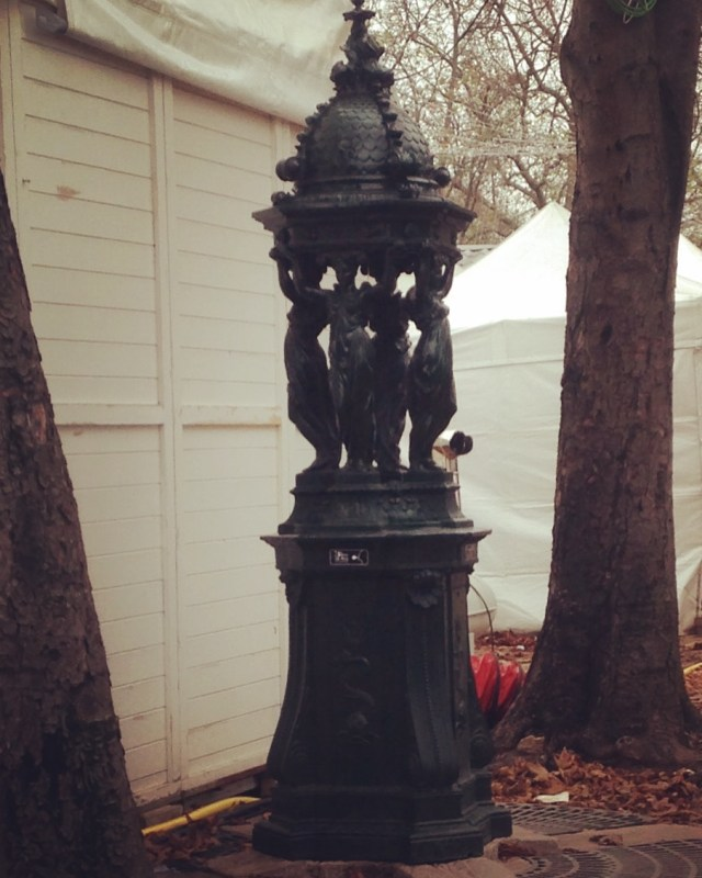sunday-wallace-fountain-behind-christmas-marches