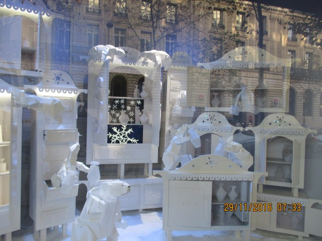 tuesday-galeries-lafayette-window-3