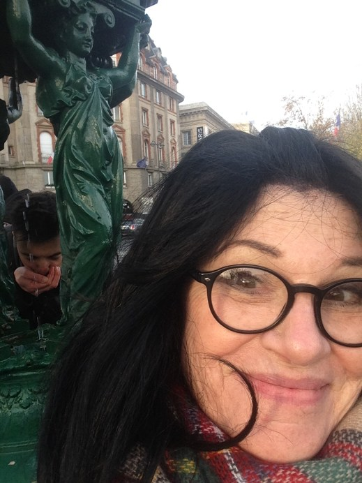wallace-fountain-photobombed-by-a-thirsty-drinker