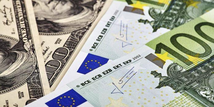 Changes: le dollar prend du terrain face à l'euro