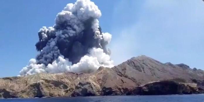 Eruption volcanique aux Canaries: la coulée de lave atteint la mer