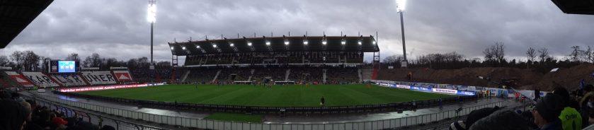 vue panoramique du wildparkstadion (kaslruher sc)