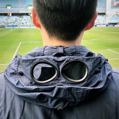 Jiyou, bien habillé pour aller au stade