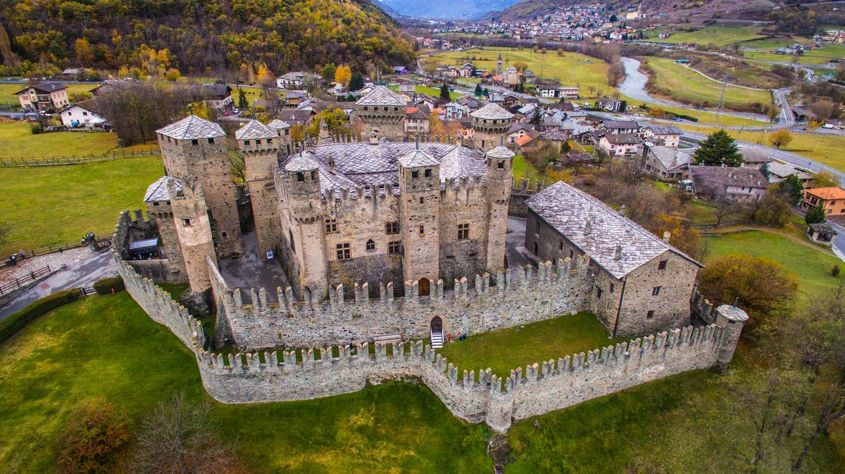 Risultato immagini per castello di fenis