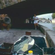 Michelle-Auboiron-peint-in-situ-les-Ponts-de-Paris-Photo-Anne-Sarter-10 thumbnail
