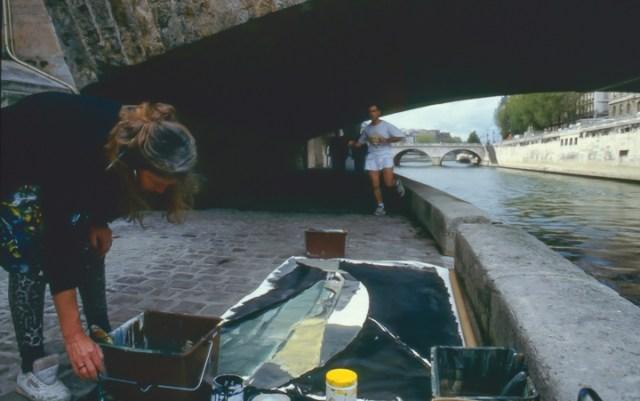 Michelle-Auboiron-peint-in-situ-les-Ponts-de-Paris-Photo-Anne-Sarter-10