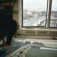 Michelle-Auboiron-peint-in-situ-les-Ponts-de-Paris-Photo-Anne-Sarter-22 thumbnail