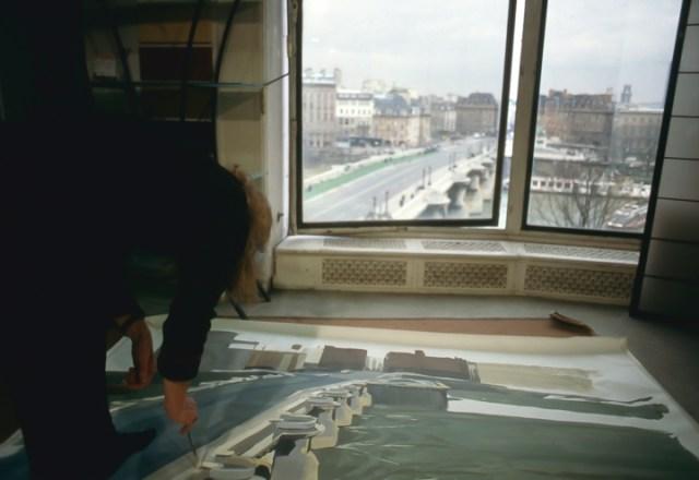 Michelle-Auboiron-peint-in-situ-les-Ponts-de-Paris-Photo-Anne-Sarter-22