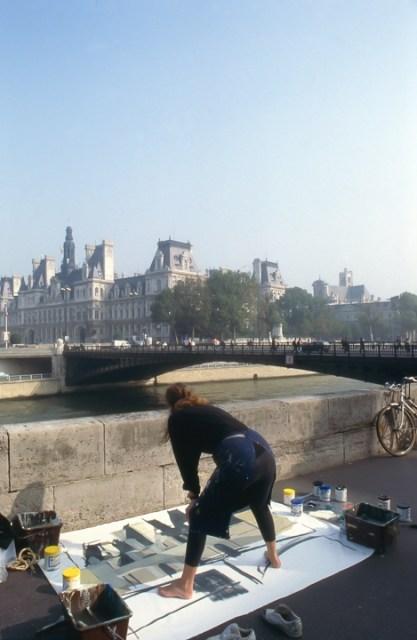 Michelle-Auboiron-peint-in-situ-les-Ponts-de-Paris-Photo-Anne-Sarter-28