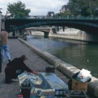 Michelle-Auboiron-peint-in-situ-les-Ponts-de-Paris-Photo-Anne-Sarter-31 thumbnail