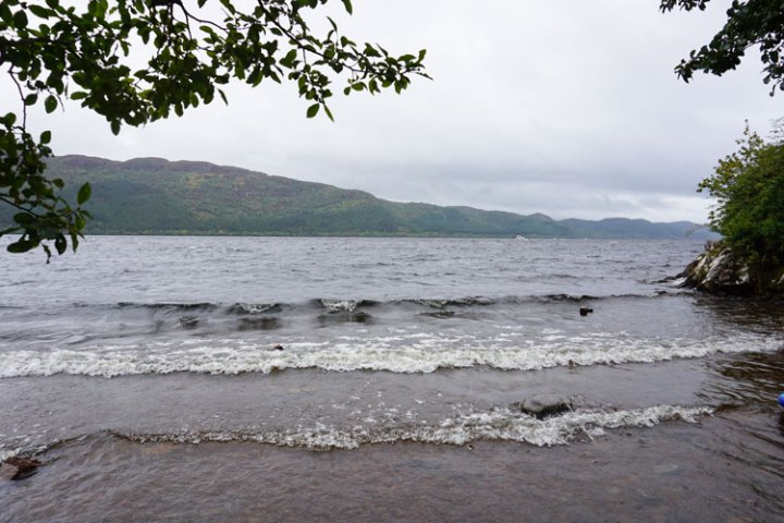 loch-ness-Ecosse-paysage-vagues