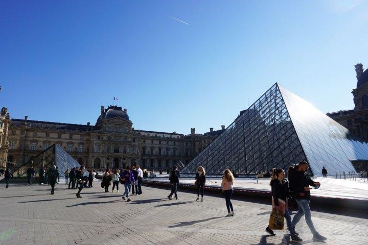 pyramides louvre paris musée