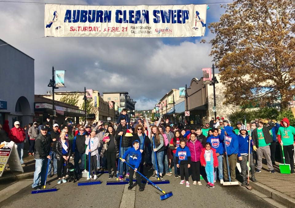 Volunteers show they're #AuburnProud during Clean Sweep event