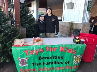 valley professional fire fighters, valley professional firefighters, vrfa, valley regional fire authority, local iaff 1352, toys for kids, holiday toy drive, haggen, lakeland hills, lakeland towncenter, haggens, top food
