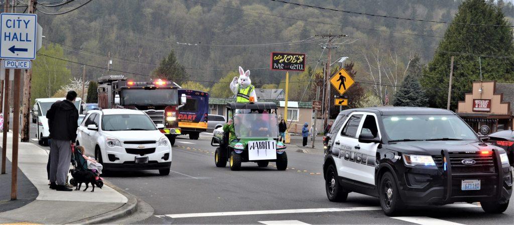 algona police department, algona pd, easter bunny parade, vrfa, valley regional fire department, a team, algona pd a team,