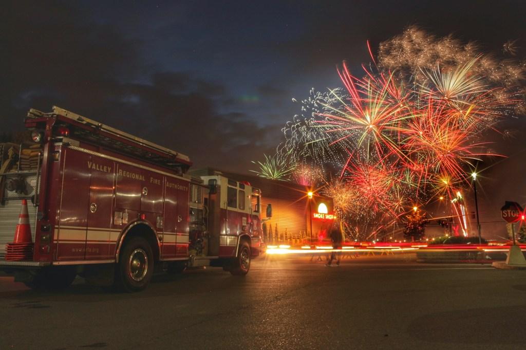 vrfa, valley regional fire authority, aubur wa apartment fire, july 4 2020 auburn wa vrfa, emerald downs fireworks, 2016 vrfa fireworks, fireworks in auburn vrfa, vrfa fireworkks photo