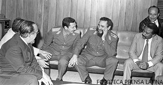 Fidel Castro Ruz, Presidente de los Consejos de Estado y de Ministros. Regreso de su Viaje por el Continente Africano la RDA y la URSS. Fotos: Tomas Garcias. Fecha: Abril 8 de 1977.