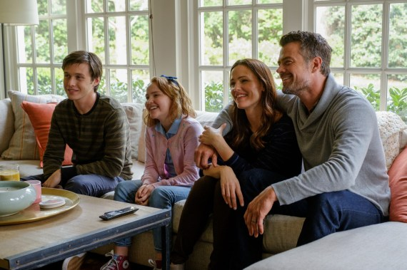 Love Simon Nick Robinson Jennifer Garner