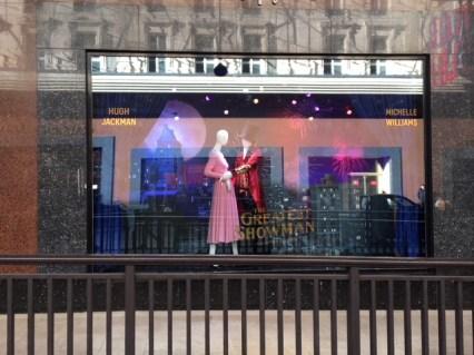 The greatest Showman Galeries Lafayette vitrines Hugh Jackman