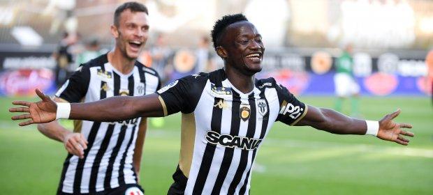 Ligue 1 6ème journée : dans le sillage de leur super sub, Casimir Ninga, Angers dynamite Saint-Etienne et est le nouveau dauphin du PSG