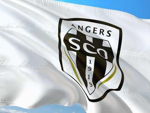 Angers a confirmé son excellent début de saison en dominant Rennes (2-0).