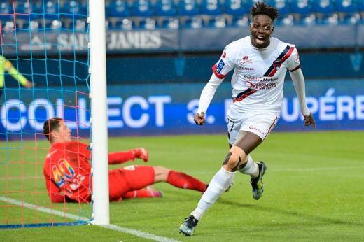 En tête du classement des buteurs, le Clermontois Mohamed Bayo réussit des débuts canons en Ligue 1.