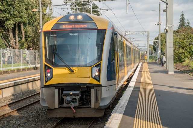 Middlemore Hospital Train Station Mangere East Train Arriving