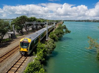 Eastern Line Train at Hobson Bay in Parnell