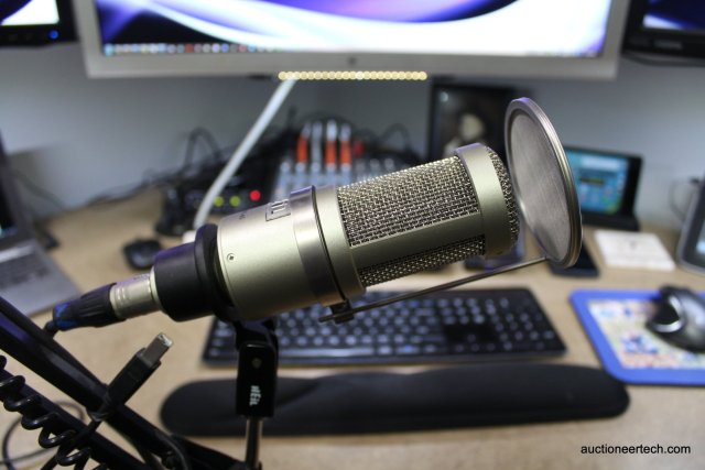 Heil PR 40 microphone with optional pop guard