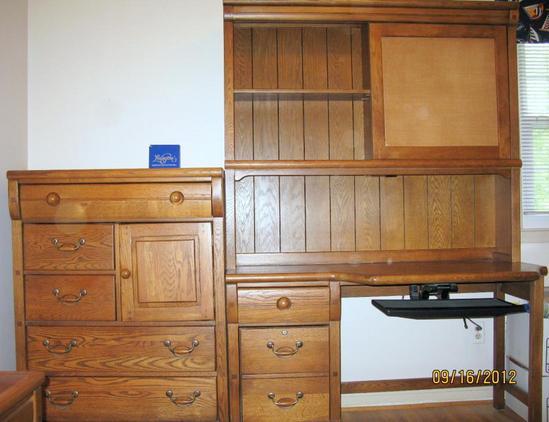 LEXINGTON FURNITURE OAK LOCKER ROOM BEDROOM SUITE DESK