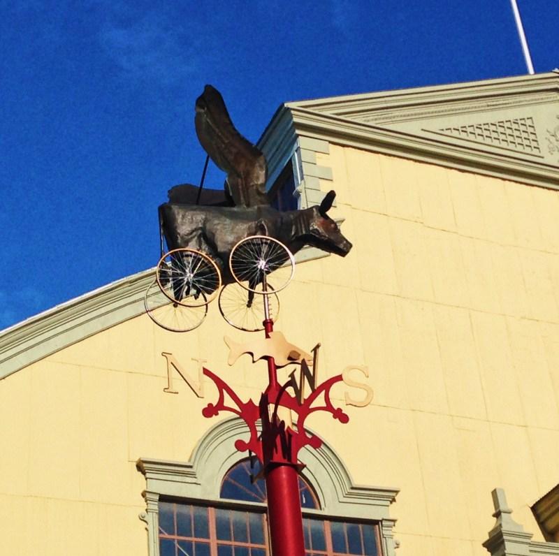 The Flying Cow devant le Pavillon Aberdeen