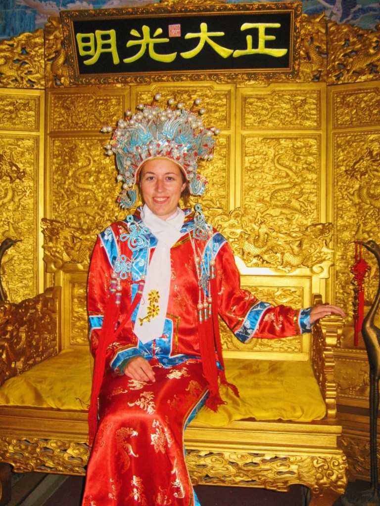 En costume traditionnel chinois