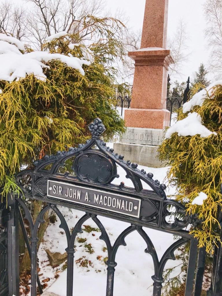 Tombe de Sir John A. MacDonald